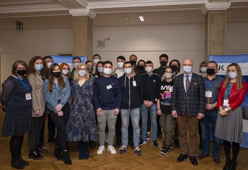 Studenci z wymiany ERASMUS+ wraz z przedstawicielami władz UJK